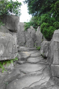 Walking up to the Stele Passageway (步行到碑廊)