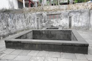 The Fusu Spring (浮粟泉)