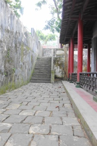 Around the Ancestral Hall of the Two Fupo Generals (两伏波祠内)