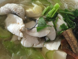 A bowl of Batang Fish Soup with Bee Hoon (一碗鱼巴塘米粉汤): $6.00